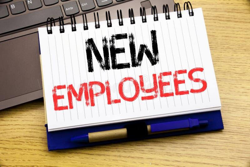 Λέξη, που γράφει τους νέους υπαλλήλους Επιχειρησιακή έννοια για την ευπρόσδεκτη στρατολόγηση Staf που γράφεται στο βιβλίο σημειωμ απεικόνιση αποθεμάτων