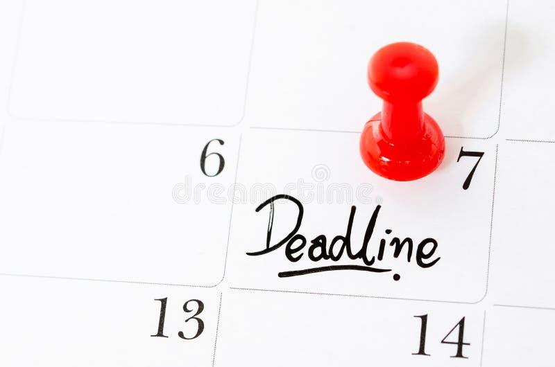 Λέξη προθεσμίας που γράφεται στο ημερολόγιο στοκ εικόνα με δικαίωμα ελεύθερης χρήσης
