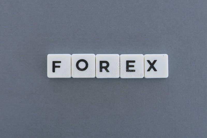 Λέξη Forex φιαγμένη από τετραγωνική λέξη επιστολών στο γκρίζο υπόβαθρο στοκ εικόνα με δικαίωμα ελεύθερης χρήσης