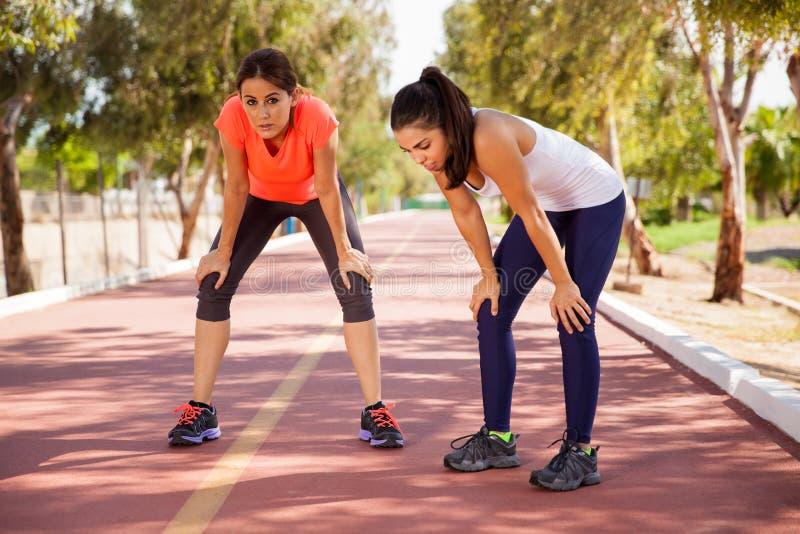 Λήψη ενός σπασίματος από το τρέξιμο στοκ εικόνα με δικαίωμα ελεύθερης χρήσης