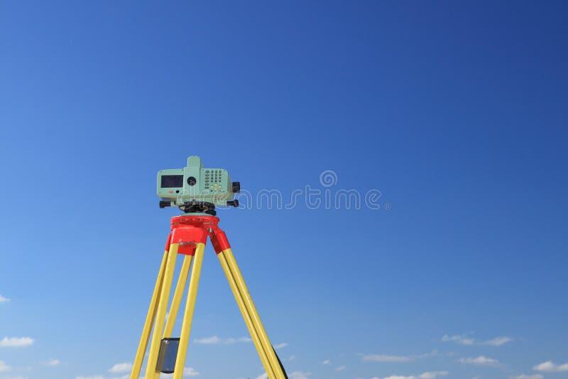 λήψη μέτρησης geodesist στοκ φωτογραφία με δικαίωμα ελεύθερης χρήσης