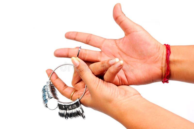 λήψη μεγέθους δαχτυλιδ& στοκ φωτογραφία