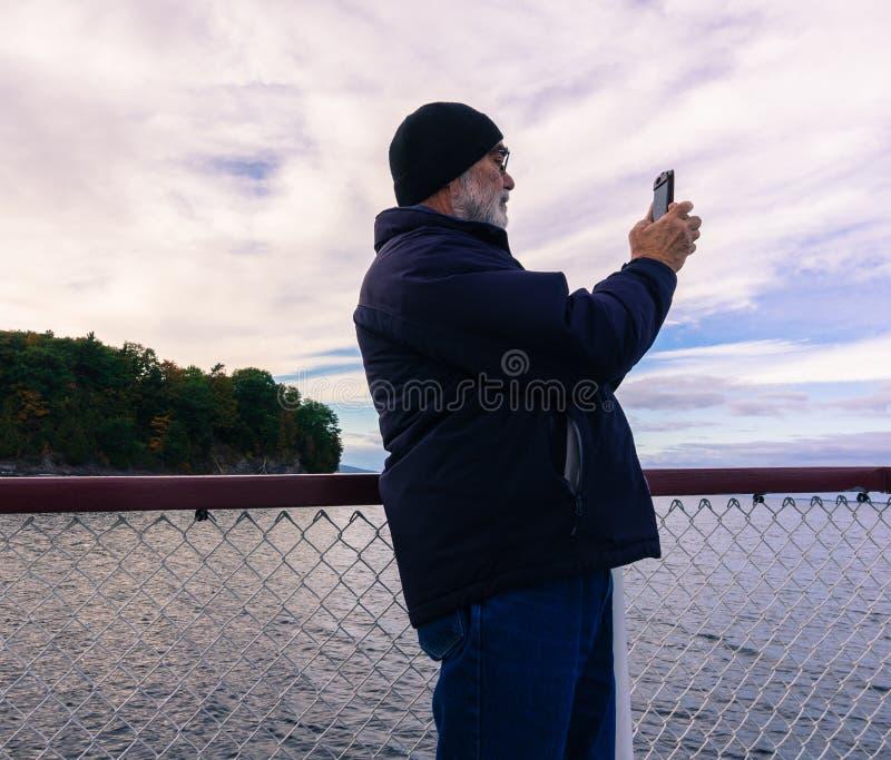 Λήψη των εικόνων στην κρουαζιέρα λιμνών στοκ εικόνες