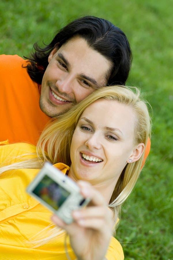 λήψη φωτογραφιών ζευγών στοκ εικόνες με δικαίωμα ελεύθερης χρήσης