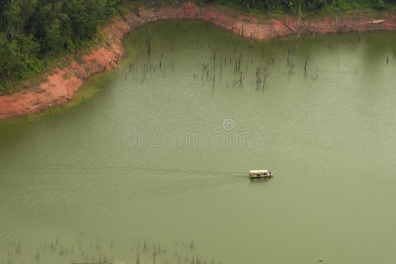 Λίγη βάρκα σε Ulu kasok Kampar - Riau στοκ εικόνα με δικαίωμα ελεύθερης χρήσης