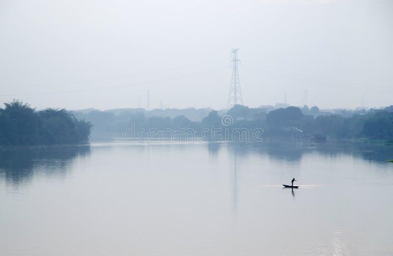 Λίγη βάρκα ψαριών το πρωί στοκ εικόνες με δικαίωμα ελεύθερης χρήσης