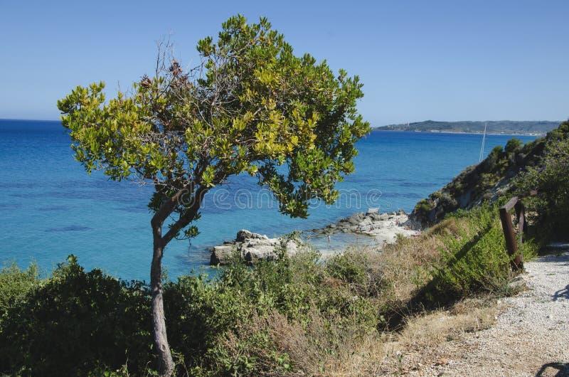 Λίγη παραλία Xigia στο νησί της Ζάκυνθου το καλοκαίρι, σαφές μπλε τυρκουάζ νερό στοκ φωτογραφία με δικαίωμα ελεύθερης χρήσης