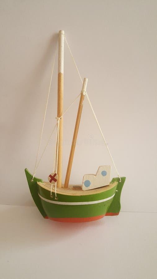 Λίγη πράσινη βάρκα στοκ φωτογραφία