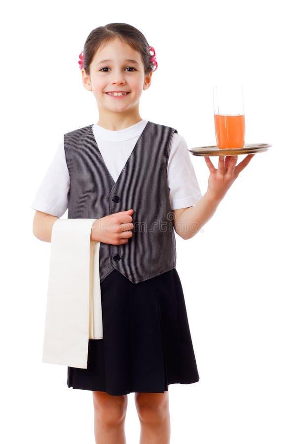 Λίγη σερβιτόρα με το δίσκο και το ποτήρι του χυμού στοκ εικόνα