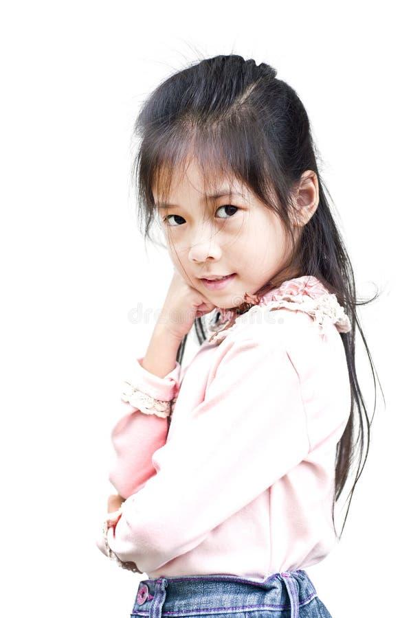 Λίγη τοποθέτηση κοριτσιών που απομονώνεται ασιατική. στοκ φωτογραφίες