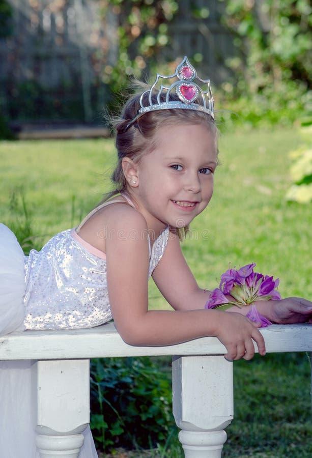 Λίγη τοποθέτηση πριγκηπισσών στοκ φωτογραφία με δικαίωμα ελεύθερης χρήσης