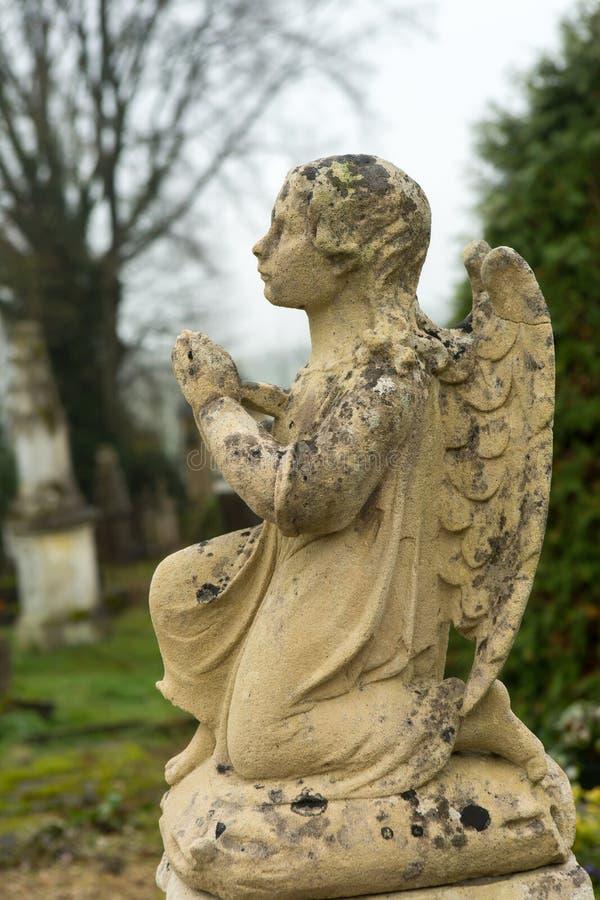 Λίγος άγγελος νεκροταφείων στοκ φωτογραφία
