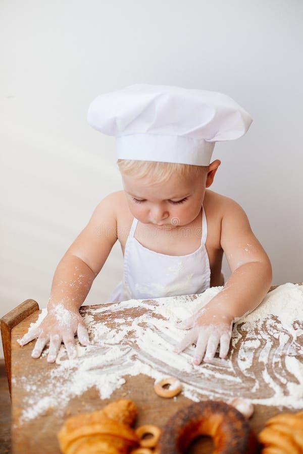 Λίγος μάγειρας παιδιών στοκ φωτογραφίες
