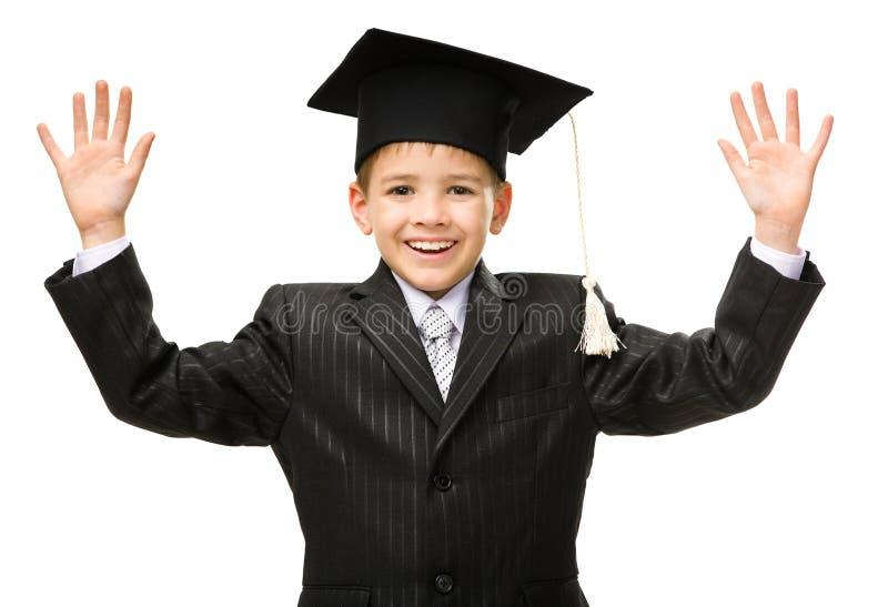 Λίγος σπουδαστής στην ακαδημαϊκή ΚΑΠ στοκ εικόνα