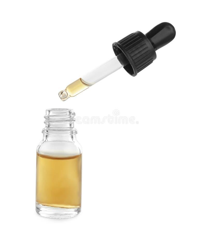 Λίγο μπουκάλι με το ουσιαστικό πετρέλαιο και dropper στοκ φωτογραφία με δικαίωμα ελεύθερης χρήσης