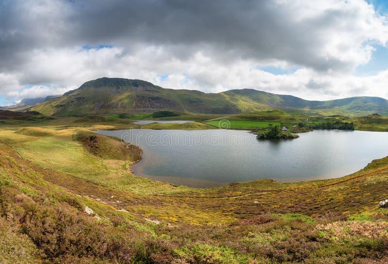 Λίμνες Cregennan με Cadair Idris στοκ φωτογραφίες