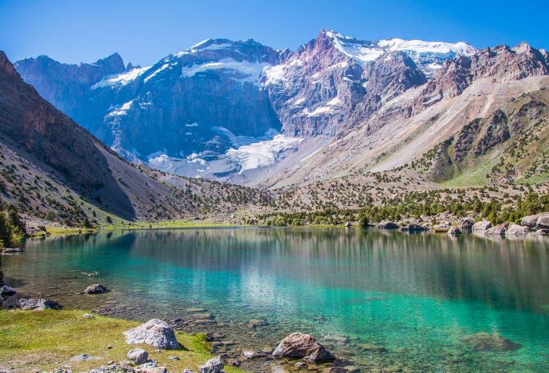 Λίμνες Kulikalon, βουνά Fann, τουρισμός, Τατζικιστάν στοκ εικόνες
