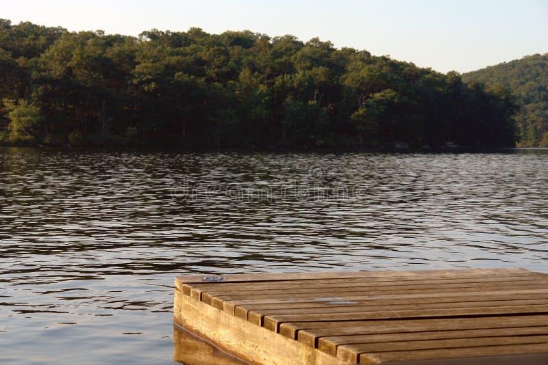 λίμνη αποβαθρών στοκ εικόνα με δικαίωμα ελεύθερης χρήσης