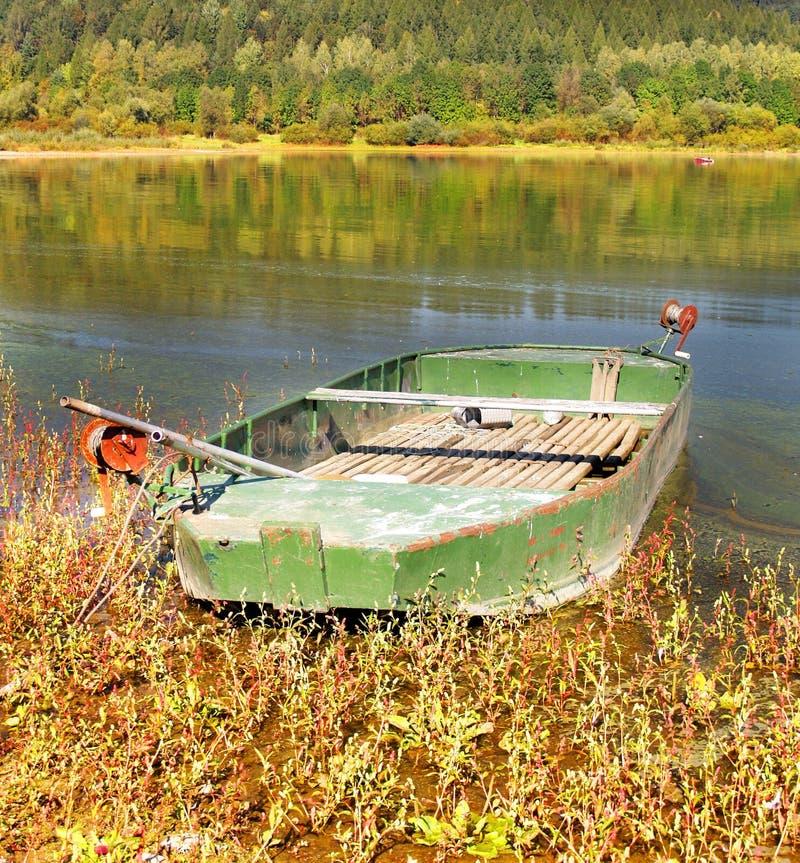 Download λίμνη βαρκών στοκ εικόνα. εικόνα από υπόλοιπο, βιομηχανία - 13178563