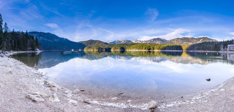 Λίμνη βουνών στις βαυαρικές Άλπεις στοκ εικόνα με δικαίωμα ελεύθερης χρήσης