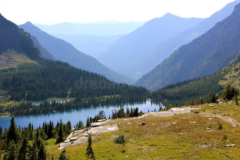 Λίμνη 2 βουνών στοκ φωτογραφίες με δικαίωμα ελεύθερης χρήσης