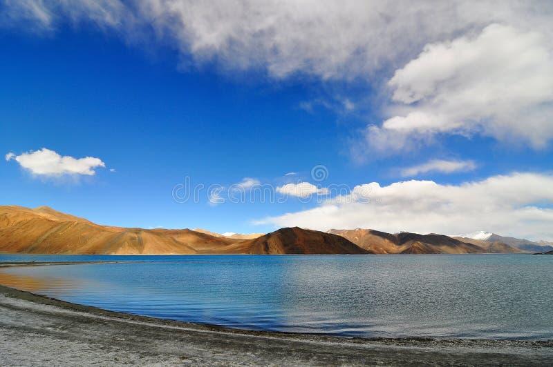 Λίμνη βουνών στοκ εικόνα
