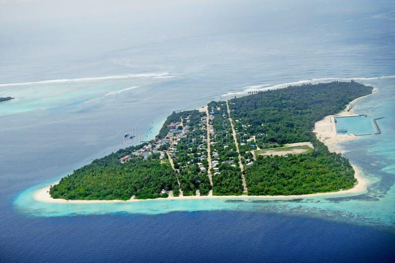 Λίμνη γλυκού νερού Hithadhoo Seenu που συνδέεται με τον αλατισμένο ωκεανό στις Μαλδίβες στοκ εικόνα