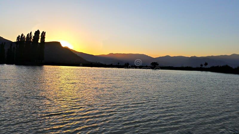 Λίμνη ηλιοβασιλέματος στοκ φωτογραφίες