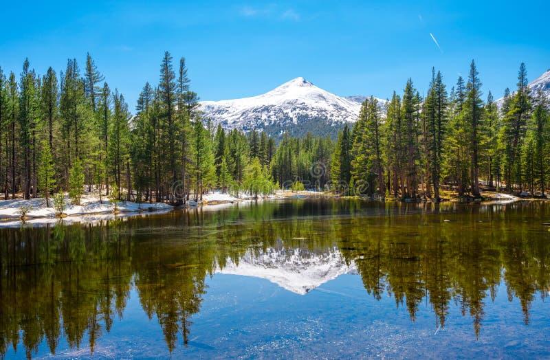 Λίμνη καθρεφτών - εθνικό πάρκο Yosemite, Καλιφόρνια στοκ φωτογραφίες