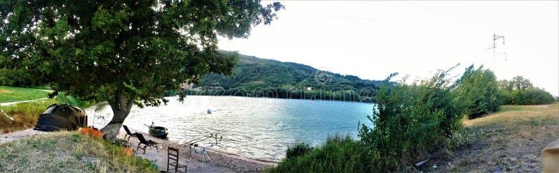 Λίμνη και αλιεία στοκ εικόνες με δικαίωμα ελεύθερης χρήσης