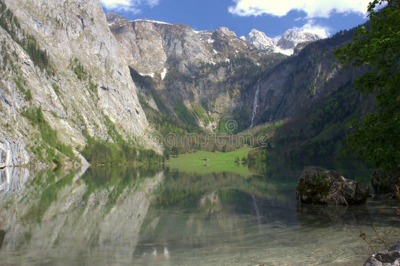 Λίμνη και βουνά στη Μπάγερν στοκ φωτογραφία με δικαίωμα ελεύθερης χρήσης