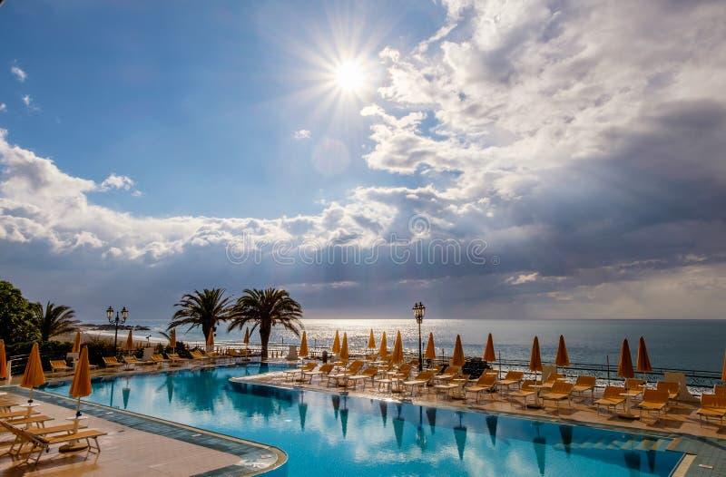 Λίμνη και Μεσόγειος σε μια νεφελώδη ημέρα στοκ φωτογραφία με δικαίωμα ελεύθερης χρήσης