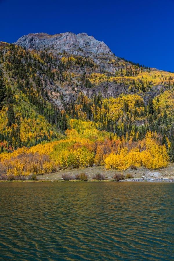 Λίμνη κρυστάλλου, από την κρατική διαδρομή 550 μεταξύ Silverton και Ouray Κολοράντο το φθινόπωρο στοκ εικόνες με δικαίωμα ελεύθερης χρήσης