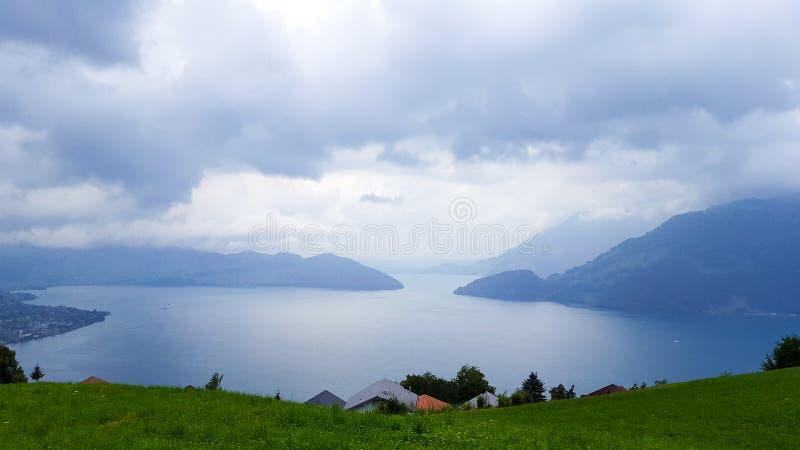 Λίμνη Λουκέρνης σε ένα βροχερό θερινό απόγευμα στοκ εικόνες