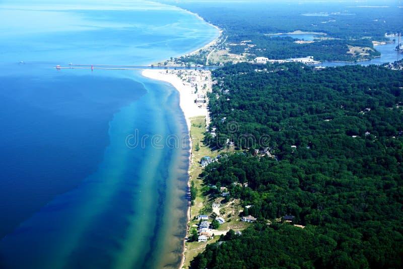 Λίμνη Μίτσιγκαν και η πόλη του μεγάλου λιμανιού στοκ φωτογραφίες