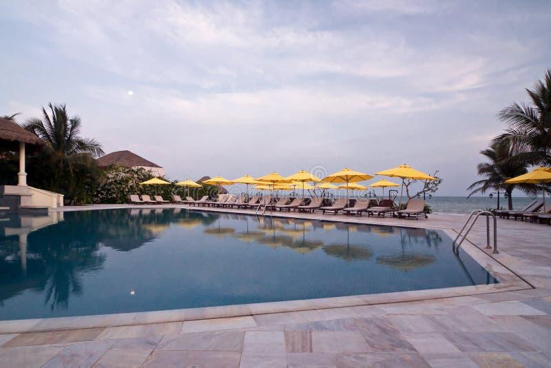 λίμνη ξενοδοχείων που κολυμπά το Βιετνάμ στοκ εικόνες με δικαίωμα ελεύθερης χρήσης