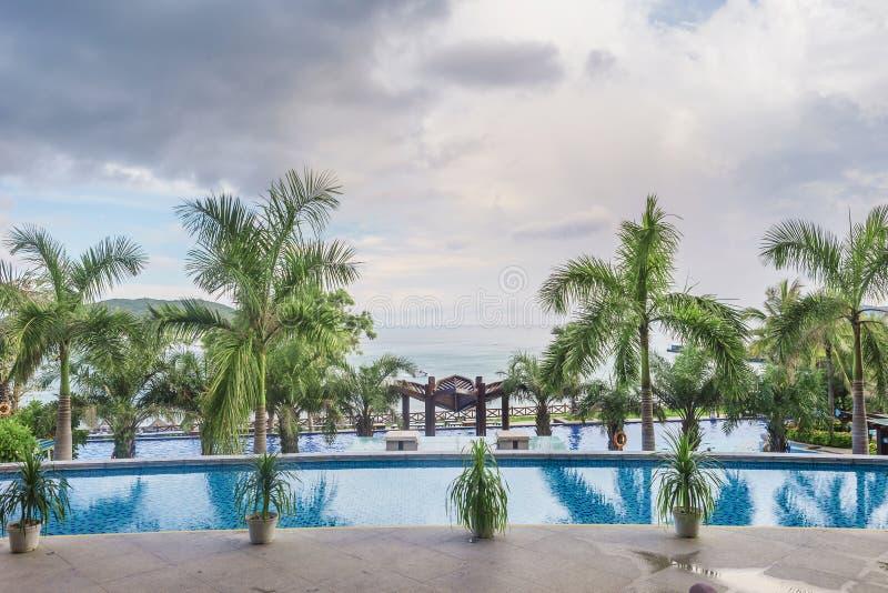 Λίμνη ξενοδοχείων στεγών στοκ εικόνες με δικαίωμα ελεύθερης χρήσης