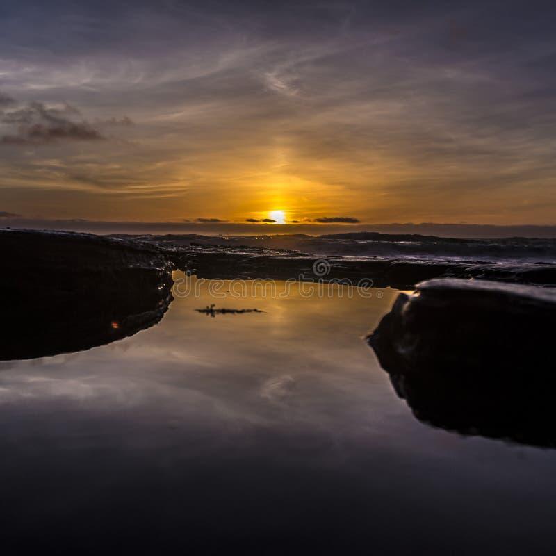 Λίμνη παλίρροιας στο Σαν Ντιέγκο με το ηλιοβασίλεμα στον ορίζοντα στοκ φωτογραφίες