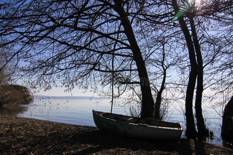 Λίμνη πανοράμα, με βάρκα στοκ εικόνα με δικαίωμα ελεύθερης χρήσης