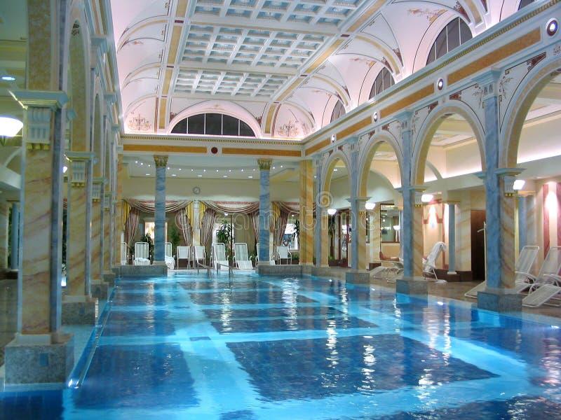 Download λίμνη πολυτέλειας στοκ εικόνες. εικόνα από ξενοδοχείο, διακοπές - 111936