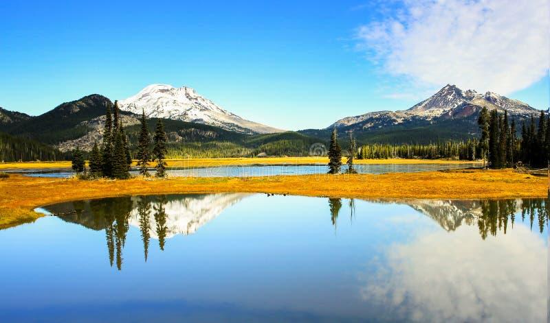 Λίμνη σπινθήρων στο τέλος της ημέρας! στοκ εικόνα με δικαίωμα ελεύθερης χρήσης