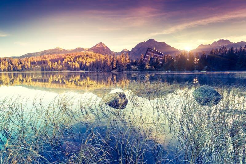 Λίμνη στα βουνά στοκ φωτογραφία με δικαίωμα ελεύθερης χρήσης