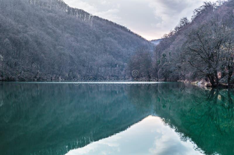Λίμνη στην κοιλάδα στοκ εικόνα