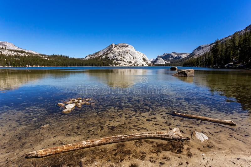 Λίμνη της Tenaya, εθνικό πάρκο Yosemite, Καλιφόρνια στοκ εικόνα