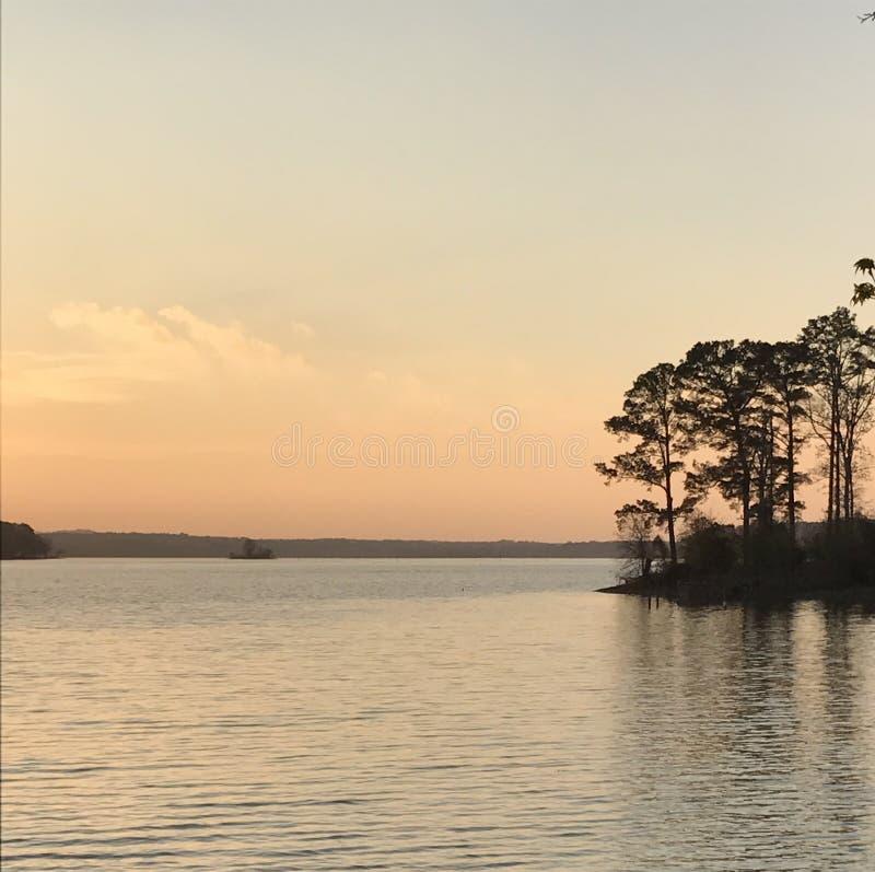 Λίμνη του ανατολικού Τέξας στο ηλιοβασίλεμα στοκ φωτογραφία με δικαίωμα ελεύθερης χρήσης