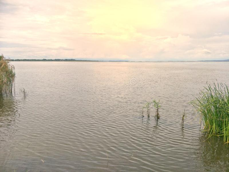 Λίμνη το βράδυ στοκ εικόνες με δικαίωμα ελεύθερης χρήσης