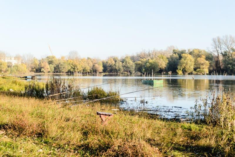 Λίμνη το φθινόπωρο στοκ εικόνα με δικαίωμα ελεύθερης χρήσης