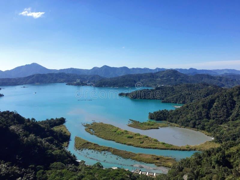 Λίμνη φεγγαριών ήλιων στοκ φωτογραφία με δικαίωμα ελεύθερης χρήσης