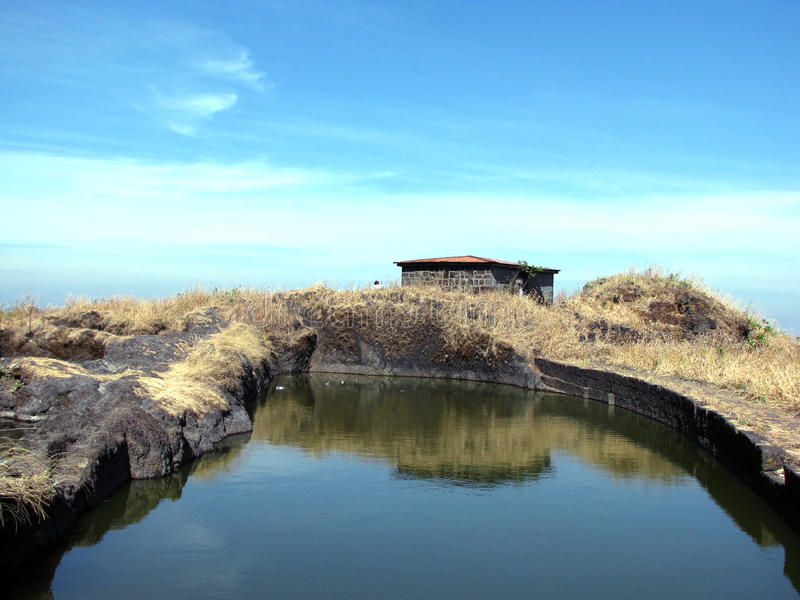 Download λίμνη στοκ εικόνα. εικόνα από ύδωρ, λίμνη, οχυρό, βράχος - 22788989