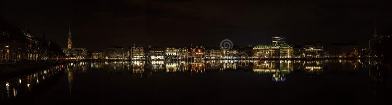 Λίμνη Alster Kleine στο Αμβούργο τη νύχτα στοκ εικόνες με δικαίωμα ελεύθερης χρήσης